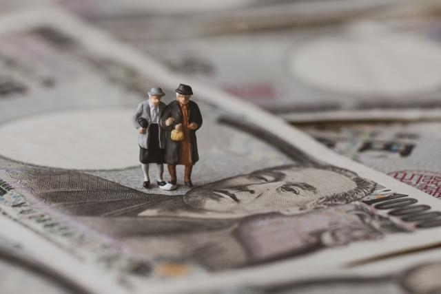 年金生活者が自身の年金受給権を買い取り債権として取引することはできないので、ファクタリング取引はできない