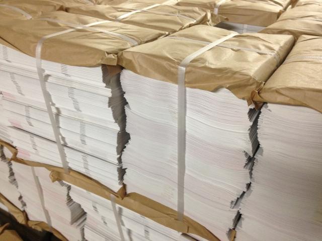 パンフレットやチラシなど紙媒体を用意する