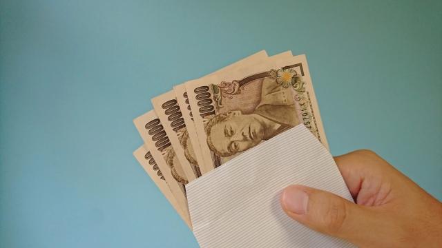 給料日より前に現金の調達ができる